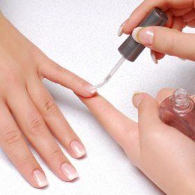 Sơn móng tay nhiều ảnh hưởng tới sức khỏe toàn thân